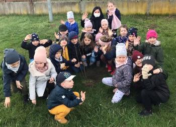 Przedszkolaki z grupy X posadziły drzewo